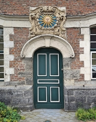 Ancien relais de poste - Français:   Portail de l\'ancien relais de Poste Royale (la Hamaide), Chéreng Nord (département français)