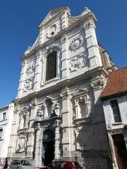 Eglise Saint-Jacques-le-Majeur et Saint-Ignace - Français:   Vue de la chapelle Saint-Jacques depuis la rue de Saint-Omer