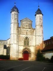 Eglise - Français:   L\'Abbatiale St Sylvin