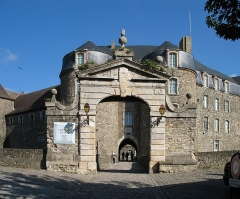 Château d'Aumont - English:   Boulogne (département du Pas-de-Calais, France): entrance of the castle