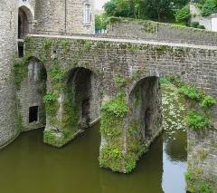 Château d'Aumont - English:   Boulogne (Département du Pas-de-Calais, France): bridge of the castle