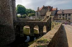 Château d'Aumont - English:   Boulogne-sur-Mer - Ville Haute - Rue de Bernet - View South on Le Château Comtal