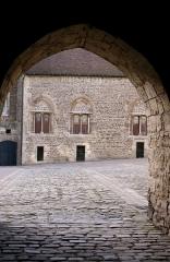 Château d'Aumont - Français:   Boulogne-sur-Mer, département du Pas-de-Calais, France, Cour intérieure du château