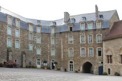 Château d'Aumont - English:   Boulogne-sur-Mer, castle, the court yard