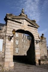 Château d'Aumont - Français:   Boulogne-sur-Mer, département du Pas-de-Calais, France, porche du château