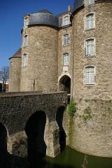 Château d'Aumont -  Boulogne castle entrance
