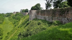 Ruines des remparts - English: 3. Montreuil wall walk