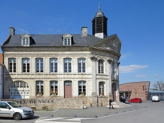 Hôtel de ville - This building is indexed in the Base Mérimée, a database of architectural heritage maintained by the French Ministry of Culture,under the reference PA00108426 .