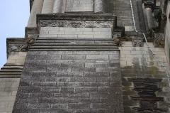 Ancienne abbaye Saint-Aubin, actuelle préfecture - Français:   Détail de la frise sculptée de la Tour Saint-Aubin d\'Angers (49).