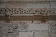 Collégiale Saint-Martin - Intérieur de la collégiale Saint-Martin d'Angers (49). Costale nord du chœur. 1ère travée. 2 modillons.