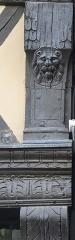 Maison - Français:   Maison 5 rue de l\'Oisellerie à Angers (49). Détail sculpté.