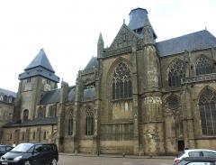 Abbaye bénédictine Notre-Dame d'Evron devenue Couvent de la Charité d'Evron - Basilique Notre-Dame d'Évron, Mayenne, XIe, XIIe et XIVe siècles. Vue du sud.