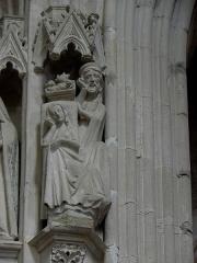 Abbaye bénédictine Notre-Dame d'Evron devenue Couvent de la Charité d'Evron - Français:   Intérieur de la basilique Notre-Dame de l\'Épine d\'Évron (53). Chœur. Niche à dais.