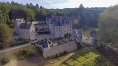 Château de Courtanvaux - English:   Overview photo of the castle of Courtanvaux, photographed at a height of 35 meters from the garden.