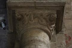 Eglise Notre-Dame-du-Pré - Intérieur de l'église Notre-Dame-du-Pré au Mans (72). Chapiteau des chœur et déambulatoire.