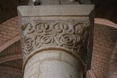 Eglise Notre-Dame-du-Pré - Intérieur de l'église Notre-Dame-du-Pré au Mans (72). Rond-point du chœur. Chapiteau de la troisième colonne (numérotation du nord vers le sud). Face est.