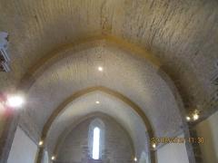 Eglise - Français:   Photographie prise dans l\'église St Martin de Tours du Bernard, montrant la voûte en berceau brisé surplombant sa nef.