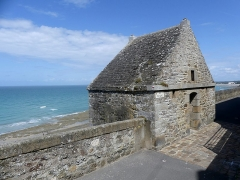 Enceinte de la Haute-Ville - English:   Sight of a sentry box along the high town of Granville northern city wall, in Normandy, France.