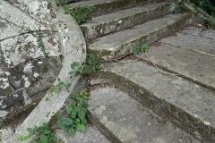 Abbaye de la Lucerne - Français:   Abbaye de la Lucerne. Escalier de la grille d\'entrée.