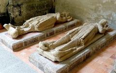 Abbaye de la Lucerne - Français:   Abbaye de la Lucerne. Gisants des fondateurs, Guillaume de Saint-Jean et d\'Hasculphe de Subligny, dans l\'église abbatiale.