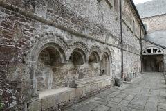 Abbaye de la Lucerne - Français:   Abbaye de la Lucerne. Lavabo roman.
