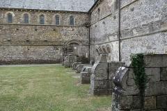 Abbaye de la Lucerne - Français:   Abbaye de la Lucerne. Éléments classiques du cloître.