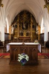 Eglise Saint-Martin - Français:  Maître-autel et retable de l'église Saint-Martin de Réville (France).
