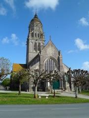 Eglise et sa place - Église de fr:Sainte-Marie-du-Mont