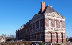 Château - Français:   Torigni-sur-Vire (Normandie, France). Vue nord-ouest du château.