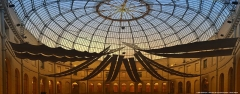 Halle au blé - Français:   Construite fin XVIIIe - début XIXe, elle est ouverte au commerce des grains en 1812. L\'architecture circulaire, voulue par son architecte, Joseph Beerthélemy, déconcerte par son audace. La modernité embellira très vite l\'édifice. Premier bâtiment doté du gaz en 1860, il s\'orne en 1865 d\'une coupole de verre, à l\'instar de la Halle aux Blés de Paris.  Au XXe siècle, elle connaît de multiples affectations: hôpital pendant la Première Guerre mondiale, elle devient le lieu de nombreux évènements: foires, marchés, expositions… Inscrite aux monuments historiques en 1975, elle est entièrement réhabilitée et mise en lumière en 2000.  La Halle au Blé est aujourd\'hui un bâtiment dédié au multimédia accueillant notamment l\'Échangeur de Basse-Normandie, centre de veille au service des nouvelles technologies. Elle accueille également la Cité des métiers et le CLIC (Centre Local d\'Information et de Coordination) Centre Orne.  Ouvert tous les jours de 9h à 12h et de 14h à 18h. Visite libre.