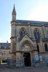 Eglise - Portail latéral de l'église.