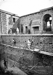 Château fort, actuellement collège -