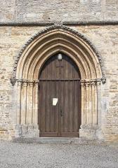 Eglise - Français:   Soumont-Saint-Quentin (Normandie, France). Le portail de l\'église Saint-Quentin.