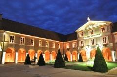 Couvent des Ursulines - Nederlands: Stadhuis van Beaune, verlicht in de avond. Voormalig klooster van de Uruslinen.