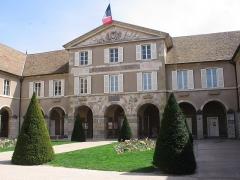 Couvent des Ursulines - Français:   Façade couvent des Ursulines de Beaune (1697), Côte d\'Or, occupé par l\'hôtel de ville depuis 1794.