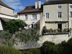 Fortifications - Français:   Fortifications de Beaune (& bar à vin )