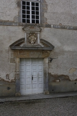 Château de Commarin -  The door to the wing built in the seventeenth century, is surmounted by the arms of the family De Vienne.