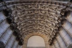 Eglise Saint-Michel - Façade occidentale de l'église Saint-Michel de Dijon (21). Portail gauche. Voussures.