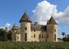 Château et petit château - Français:   Savigny-lès-Beaune (département de la Côte d\'Or, France): le château