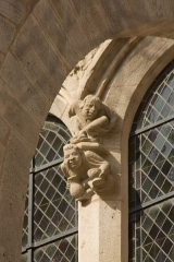 Eglise (collégiale) Notre-Dame -  Blowout: carved base of the departures of arches' rib on the apse windows.