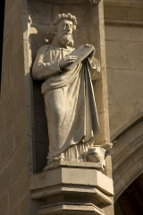 Eglise (collégiale) Notre-Dame -  The evangelist Luke with at its feet the Bull symbolizing him in the tetramorphic  because his gospel begins with the evocation of Zechariah priest of the Great Temple of Jerusalem (Luke 1.5).