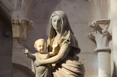 Eglise Saint-Martin (ancienne collégiale) - Sculpture Vierge à l'enfant, église Saint-Martin de Clamecy.