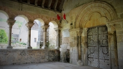 Eglise - Français:   Portail de l\'église Saint-Jean l'Évangéliste de Civry-sur-Serein, commune de Massangis, Yonne, porche du 12e siècle classé monument historique en 1908