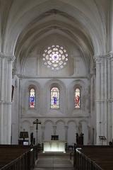 Eglise - Français:   Intérieur de la collégiale Notre-Dame de Montréal (89). Nef et chœur.
