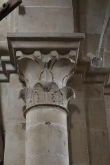 Eglise - Français:   Chapiteau à l\'intérieur de la collégiale Notre-Dame de Montréal (89).
