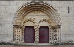 Eglise - Français:   Portail de la façade occidentale de la collégiale Notre-Dame de Montréal (89).