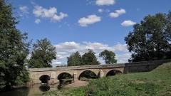 Pont sur le Serein - Français:   Pont sur le Serein sur le C. D. 957, Montréal, Yonne A la sortie de Montréal, sur la route menant à Santigny
