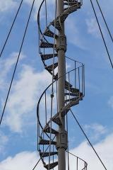 Eolienne - English: Escalier à vis de l'éolienne Bollée de la Postolle, détail d'un des éléments assemblés