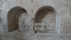 Prieuré de Saint-Jean-des-Bonshommes - Doubles piscines (lavabos) de la chapelle du Prieuré Saint-Jean-des-Bonshommes, Sauvigny-le-Bois, Yonne