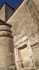 Eglise - Français:   Église Église Saint-Pierre de ,Talcy, ,Yonne Précision sur la protection de l\'édifice: porte du 16e siècle aujourd\'hui murée située dans le mur ouest du bras sud du transept: inscription par arrêté du 1er mars 1926